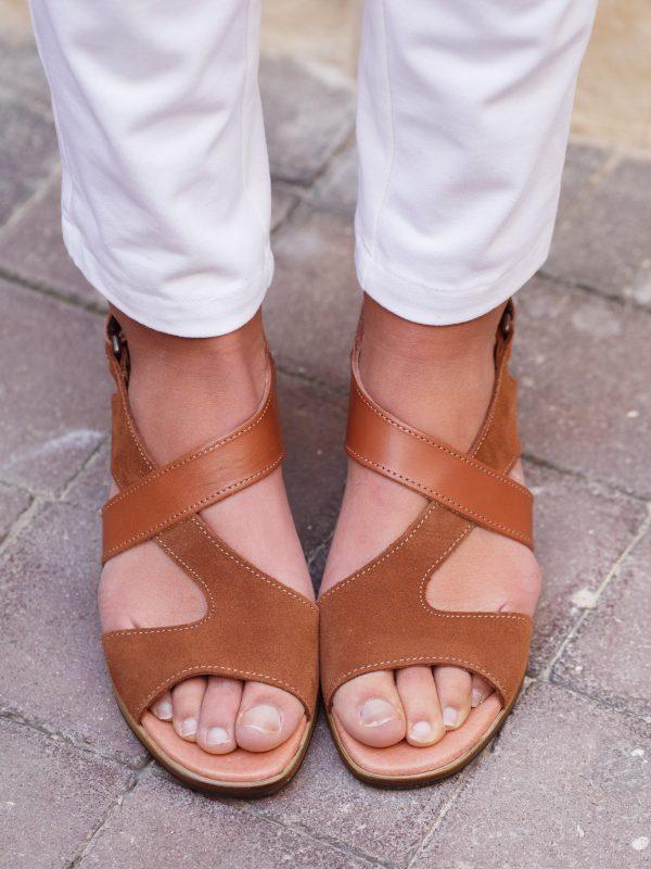 sandales en cuir couleur camel