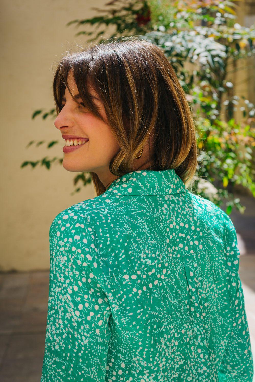 chemise femme de couleur verte lumineuse