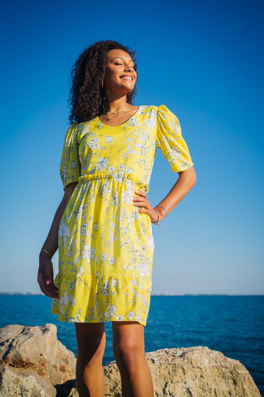 robe imprimé à fleurs jaunes