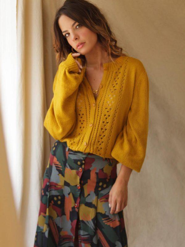 jupe longueur midi aux couleurs chaudes